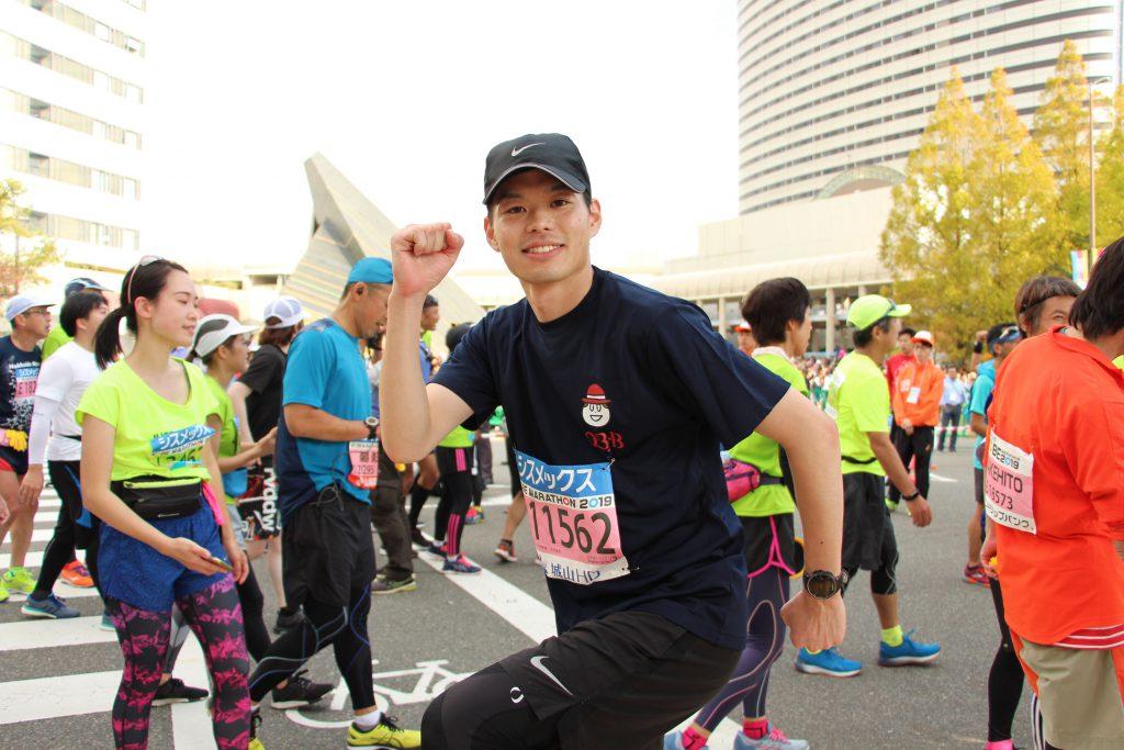 神戸マラソンゴール直後のQBBランナーの写真です。