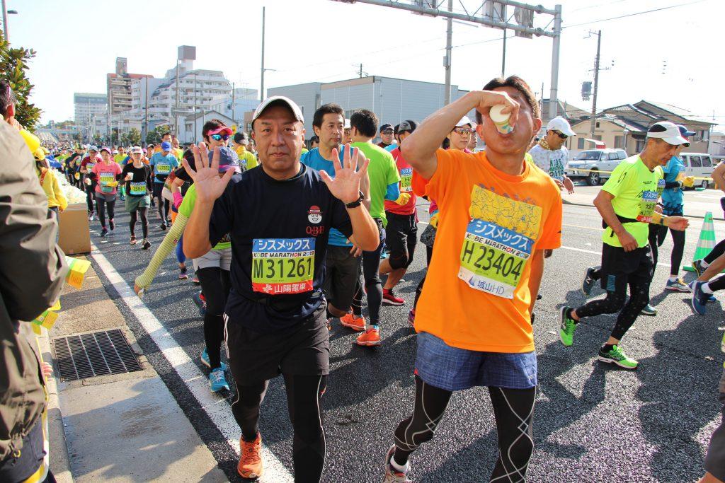 いつ陽気なQBBランナーの隊長(神戸マラソン)