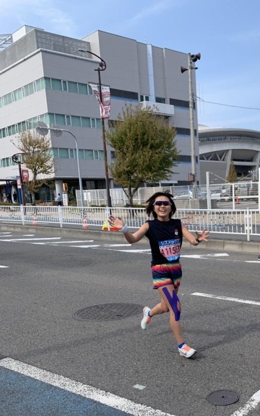 神戸マラソンブログを走るQBBランナー。